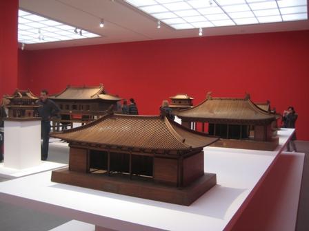 oktober-2009_pinakothek-der-moderne_chinesische-holzkonstruktion-006_klein